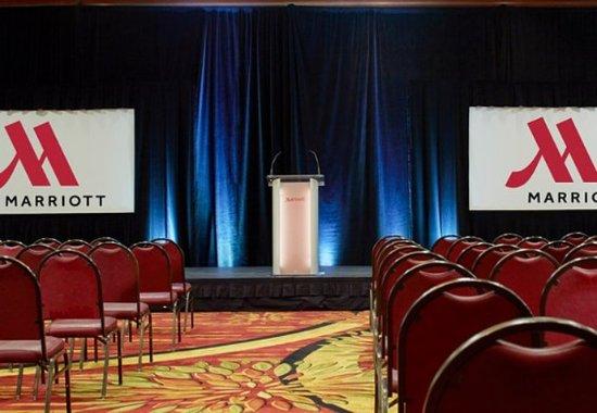 วอร์เรนส์วิลล์ไฮทส์, โอไฮโอ: Ballroom - Theater Setup