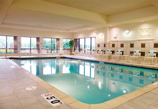 Courtyard Madison East: Indoor Pool & Whirlpool