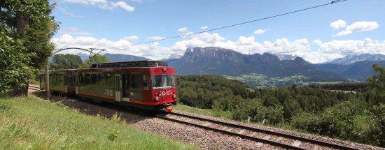 Collalbo, Italia: Panoramafahrt mit der Rittner Bahn