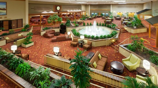 Holiday Inn Cincinnati Airport: Hotel Atrium