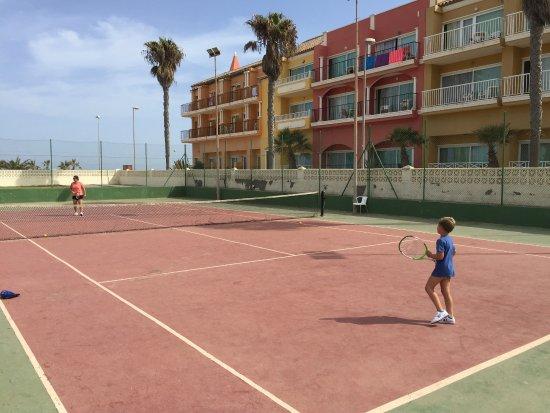 Terrain de tennis - Picture of Evenia Zoraida Park, Roquetas de Mar ...