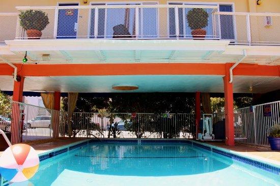 Hotel del sol a joie de vivre hotel san francisco for Coventry motor inn san francisco ca