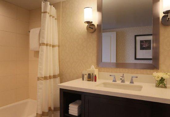 Πεόρια, Ιλινόις: Suite Bathroom with Tub