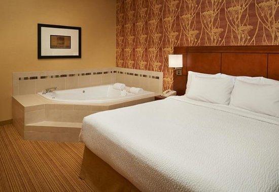 Utica, ميتشجان: King Spa Suite