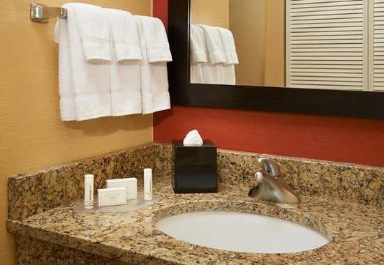 Utica, ميتشجان: Suite Vanity