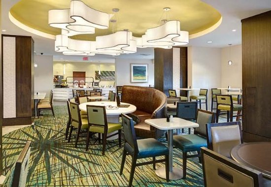 SpringHill Suites Orlando Convention Center/International Drive Area: Breakfast Seating Area