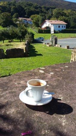 Hotel Achafla Baita : petit café en terrasse avec vue sur la montagne