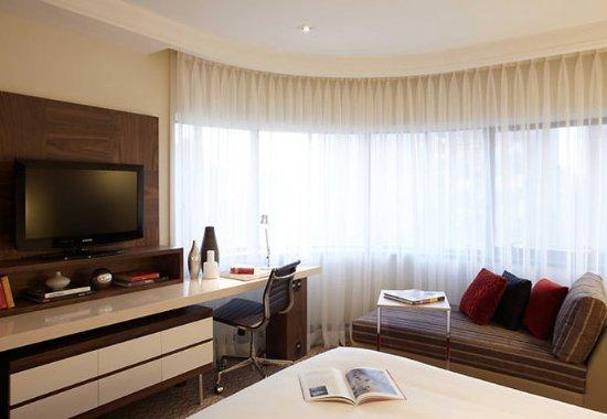Renaissance Sao Paulo Hotel: Deluxe Guest Room – Work Area