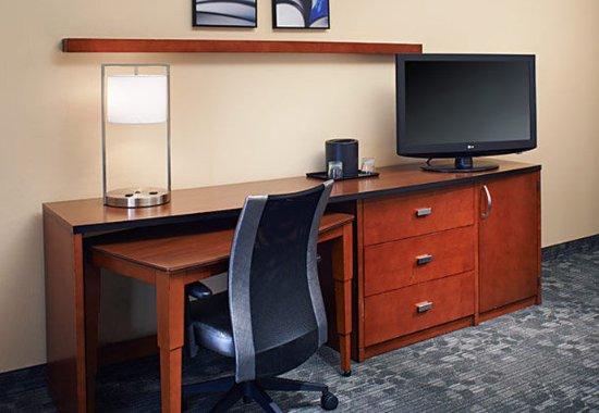 Mendota Heights, MN: Suite Work Desk