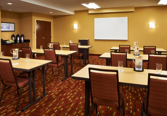 Naperville, IL: Meeting Room - Classroom Setup