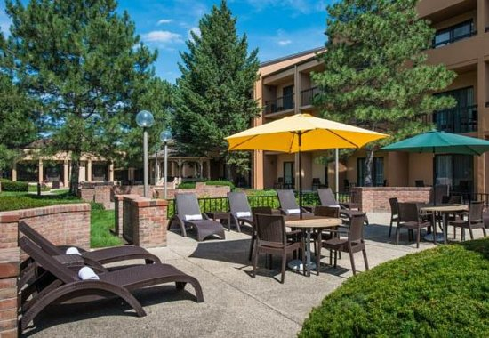 Wood Dale, IL: Outdoor Pool Patio
