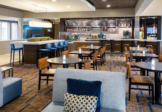 Waukegan, IL: The Bistro – Dining Area
