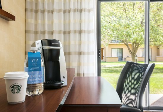 Waukegan, IL: King Superior Guest Room Amenities