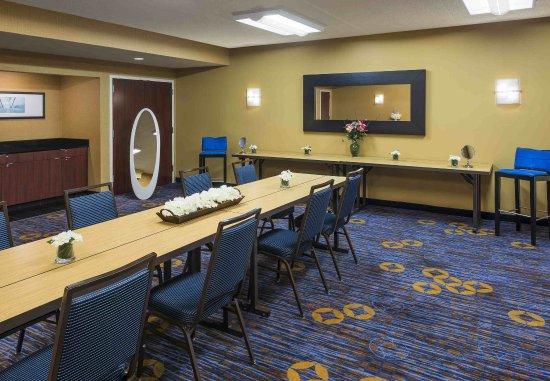 Waukegan, IL: Glam Room