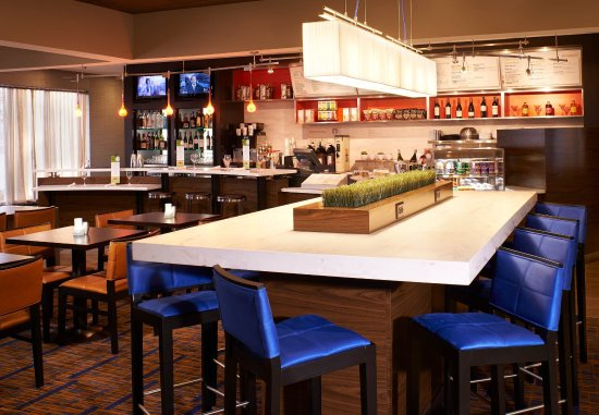 Miamisburg, OH: Communal Table