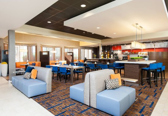 Glenview, IL: Lounge & Dining Area