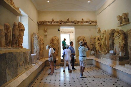 Epidavros, Griechenland: один из залов музея