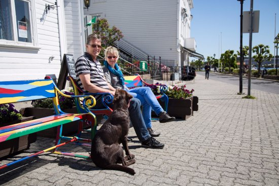 Risor, Norwegen: Visitoris at the Risør Tourist Office - Photo: Adam Read