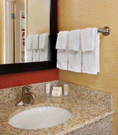 Brookfield, WI: Guest Room Vanity