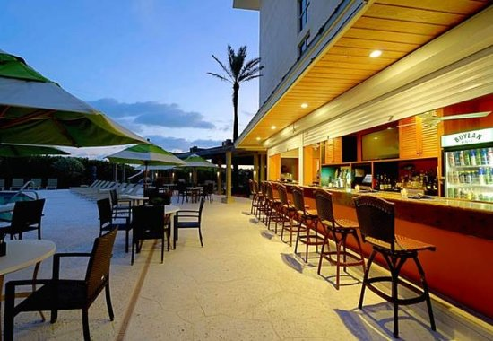Jensen Beach, Floride : Latitudes Outdoor Tiki Bar and Grille