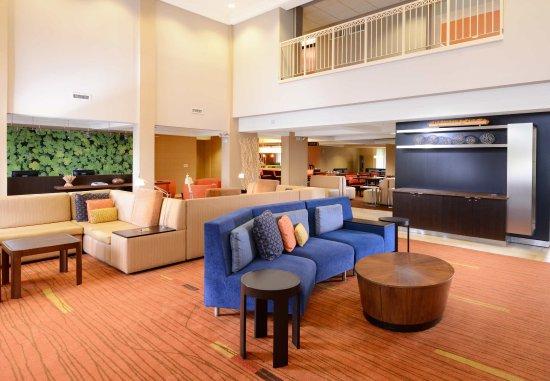 Courtyard Houston Northwest: Lobby Sitting Area