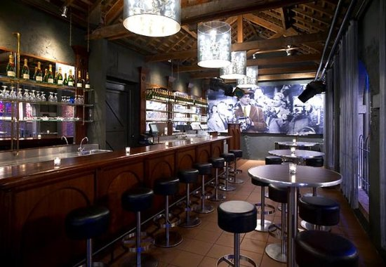 Hoofddorp, Países Bajos: Claus – Champagne & Wine Bar