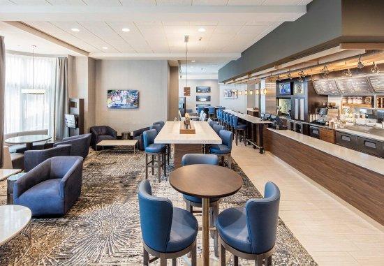 Brookline, MA: The Bistro Dining Area