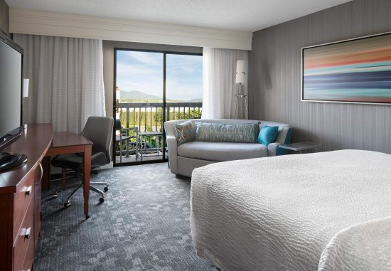 Lake Forest, CA: King Guest Room with Balcony