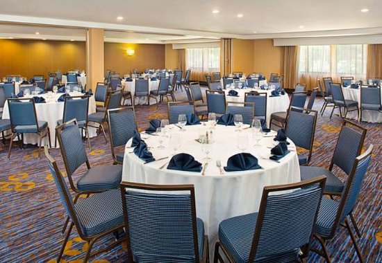 Montvale, NJ: Meeting Room – Banquet Setup