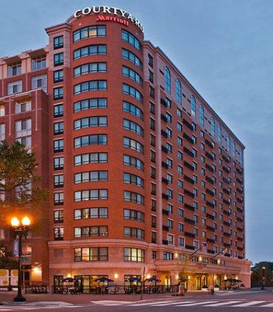 Courtyard Washington Capitol Hill/Navy Yard: Exterior