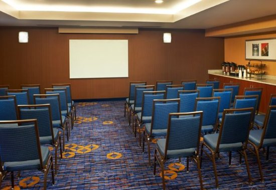 North Olmsted, OH: Meeting Room-Theater Style Setup