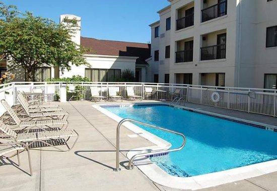 Orange, CT: Outdoor Pool
