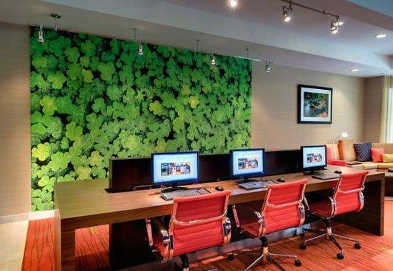 Sandston, Вирджиния: Business Center