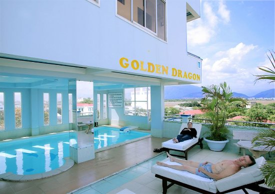 Golden Dragon Hotel: Swimming pool