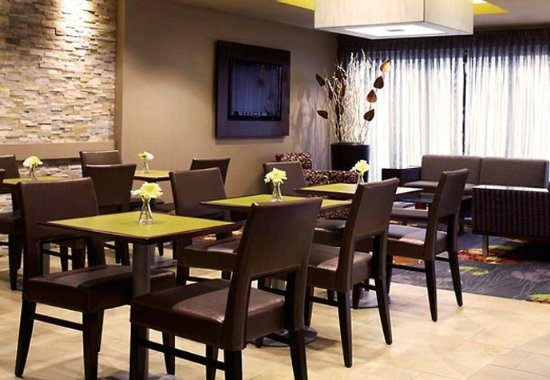 Amherst, NY: The Bistro – Dining Area