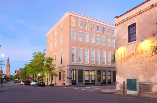 DoubleTree by Hilton Hotel and Suites Charleston - Historic District : Hotel Exterior