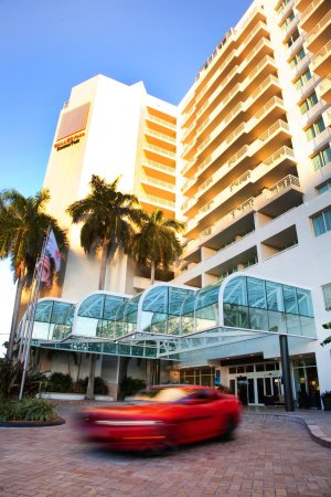 GALLERYone - A DoubleTree Suites by Hilton Hotel: Hotel Exterior