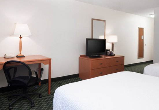 Hudson, WI: Queen/Queen and King/King Guest Room Amenities