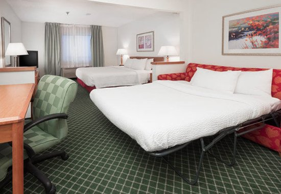Hudson, WI: Executive King Guest Room