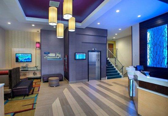 Astoria, نيويورك: Lobby & Front Desk