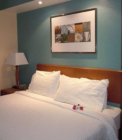 Ukiah, Калифорния: Executive King Suite – Sleeping Area