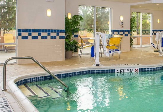 Wilson, NC: Indoor Pool & Whirlpool