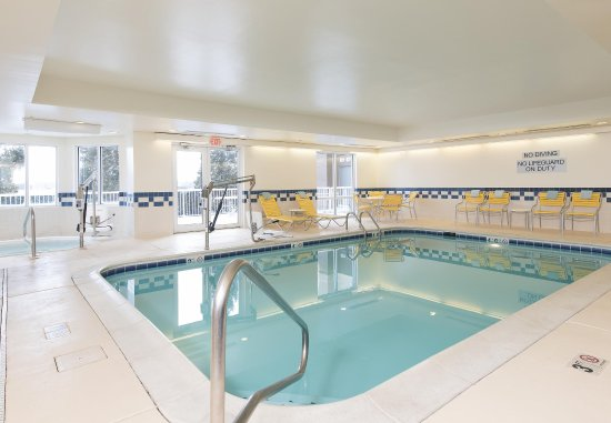 Saint Charles, IL: Indoor Pool & Whirlpool