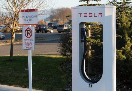 Burlington, واشنطن: Tesla Charging Station