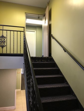 Saint Charles, IL: Fire door in stairwell propped open with doorstop