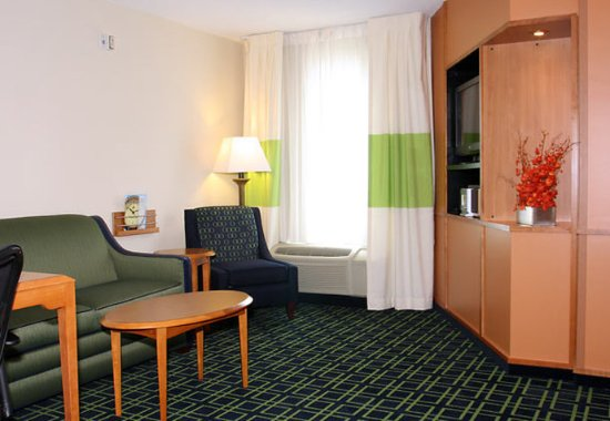 Marion, IL: One-Bedroom King Suite