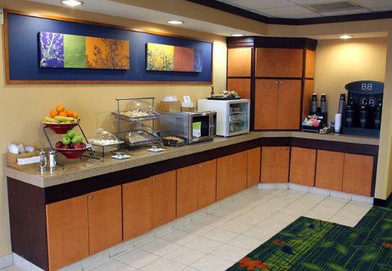 Marion, IL: Breakfast Bar