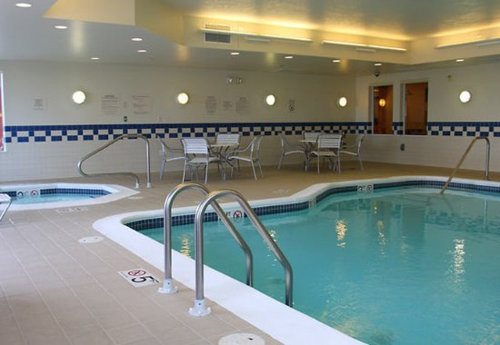 Marion, IL: Indoor Pool & Spa