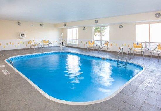 Peru, IL: Indoor Pool & Hot Tub