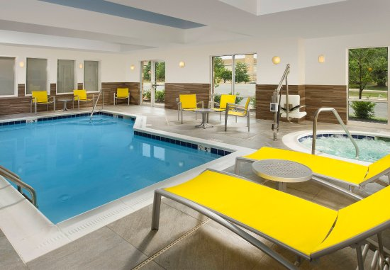Germantown, MD: Indoor Pool & Hot Tub